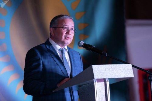 """День России: Казахстан поздравляет """"богом данного соседа"""""""