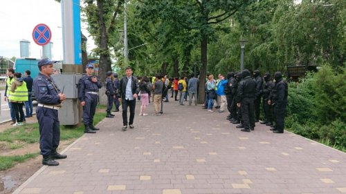 Алматинцы поделились мнением о митингах