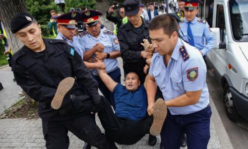 """""""Я домой еду"""": полиция извинилась за задержание отца-одиночки в Алматы"""