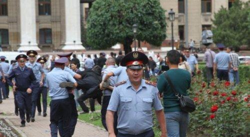 Хронологию митингов составили в полиции Алматы