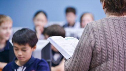 В РК предлагают штрафовать за унижение учителей