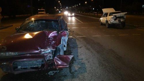 Толкавших сломанное авто мужчин сбили на полном ходу в Алматы