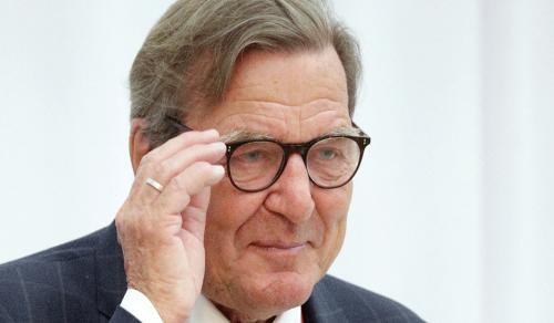 Бывший канцлер Германии признал законным воссоединение Крыма с РФ