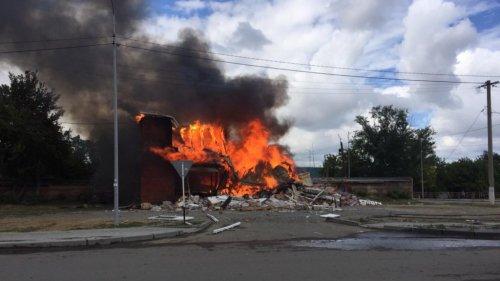 C места взрыва на сто в Костанае вынесли девять газовых баллонов