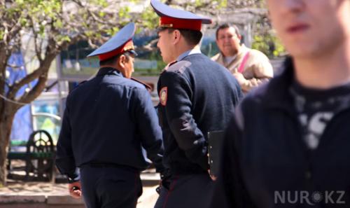 """""""Били камнями и арматурой"""": Тургумбаев о том, как на митингах нападали на полицейских"""