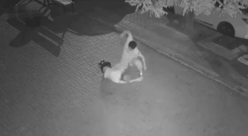 Видео избиения женщины возмутило пользователей Казнета