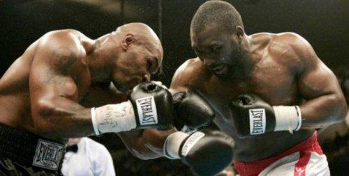 Казахстанский супертяж получил в соперники нокаутировавшего Майка Тайсона 45-летнего боксера