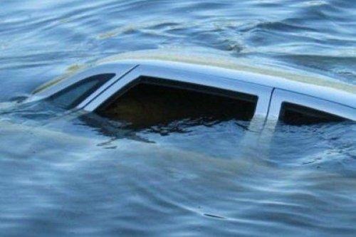 Автомашина с людьми ушла под воду на Актюбинском водохранилище. Трое утонули, в том числе трехлетний ребенок