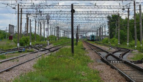 Двенадцать вагонов сошли с рельсов на востоке Казахстана