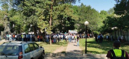 В Алматы проходит первый разрешенный митинг