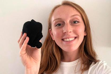 Девушка продала в сети свои грязные носки и обрела славу