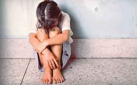 Старшую развратил родственник: алматинка заявила, что ее младшая дочь живет с насильником