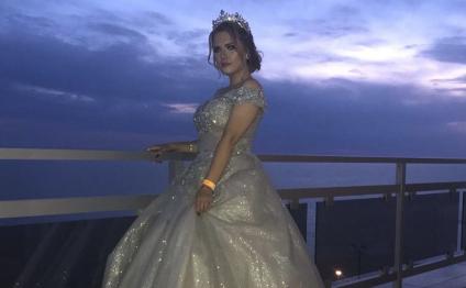 Токаев вернул гражданство 18-летней девушке из Актау