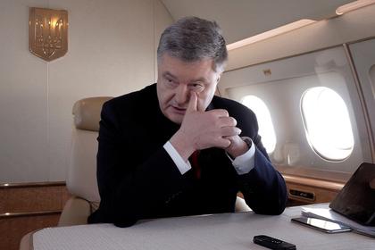 Порошенко покинул Украину вместе с семьей