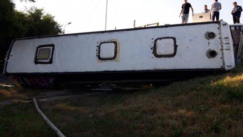 Пассажирский автобус слетел с развязки в Алматы