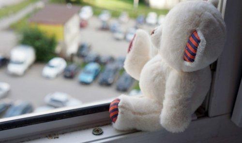 Двухлетний ребенок разбился насмерть после падения с 8 этажа в Актобе