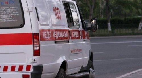 Женщина с ребенком попала под автобус без водителя в Алматы