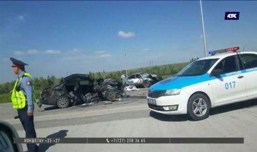 Автоавария под Карагандой стала смертельной для семерых человек