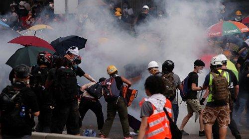 Около 30 протестующих остаются в здании парламента Гонконга