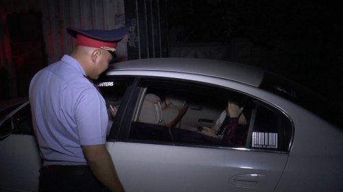"""Интим-услуги отменяются: более 50 """"ночных бабочек"""" задержали полицейские Алматы"""