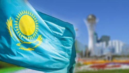 Правила использования государственного Флага и Герба изменили в Казахстане