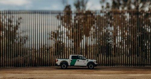 Суд не разрешил Трампу строить стену на границе с Мексикой