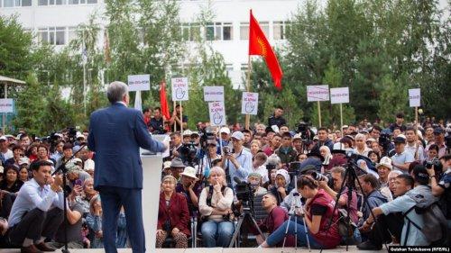 Сторонники Атамбаева дали два месяца президенту на выполнение своих требований