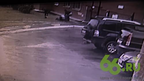 Убийство бывшего лидера уральских киргизов в Екатеринбурге попало на видео