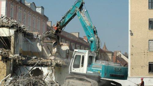 Жители Алматы, чьи дома попали под снос, не могут получить компенсацию