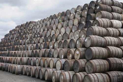 В Кентукки уже сутки полыхают тонны Jim Beam, горящий виски попал в реку