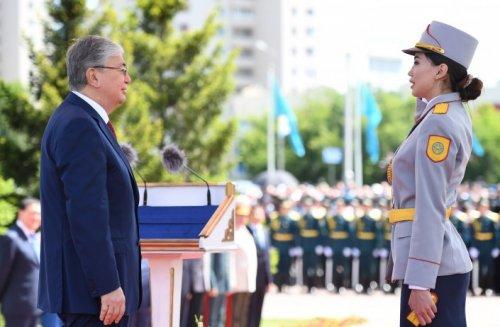 Главный флаг страны в Нур-Султане лично поднял Президент