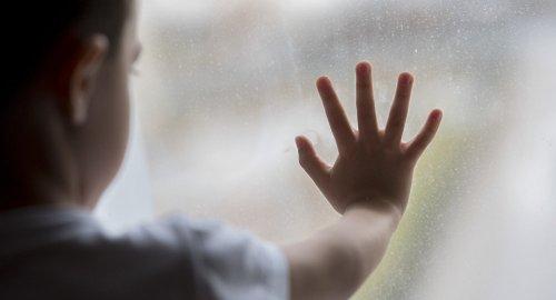 Двое детей выпали из окон в Караганде: очевидцы рассказали подробности трагедии