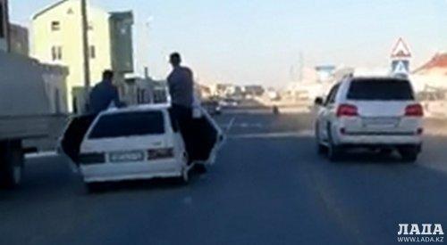 За беспредельную езду оштрафовали участников свадебного кортежа в Актау