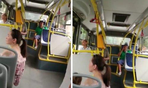 «Лучше промолчать»: В Сети обсуждают мужчину, который курил в салоне автобуса в Алматы