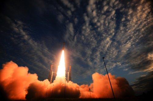Запуск ракеты-носителя Vega с военным спутником ОАЭ провалился