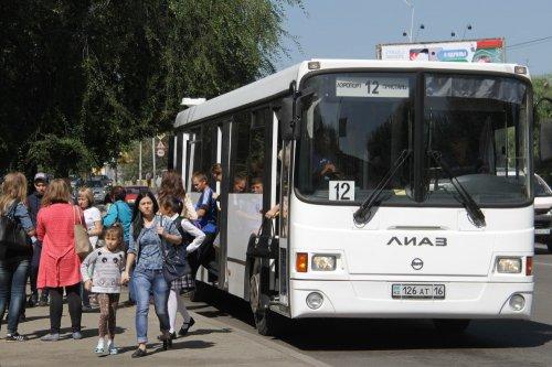 Акимат Усть-Каменогорска приказывает перевозчикам оставить льготы в автобусах