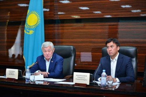Сапарбаев:  Соцпомошь получали собственники трехэтажных коттеджей и автомобилей
