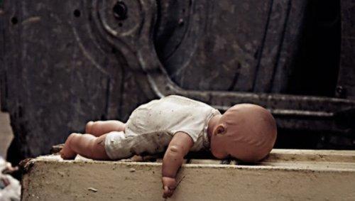 Новорожденного выбросили в пакете в мусорный контейнер на Украине