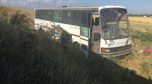Автобус с 47 пассажирами перевернулся по дороге на Алаколь