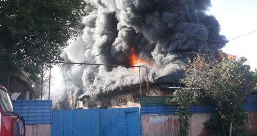 Пожар на складе в Алматы: в тушении задействовали вертолеты