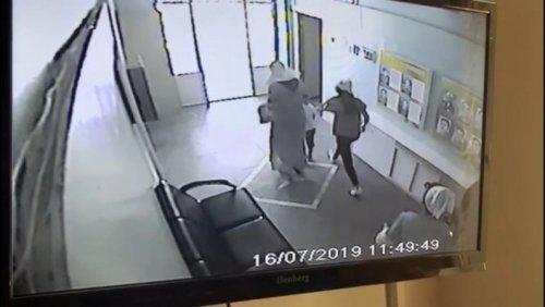 Попытка похищения ребенка из детсада в Алматы попала на видео