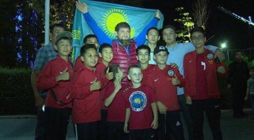 Рамзан Кадыров удивил казахстанцев, которых встретил в Грозном