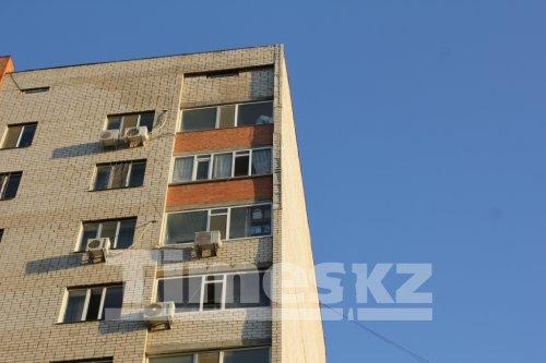 Жильцы многоэтажки в Актобе научились зарабатывать на крыше