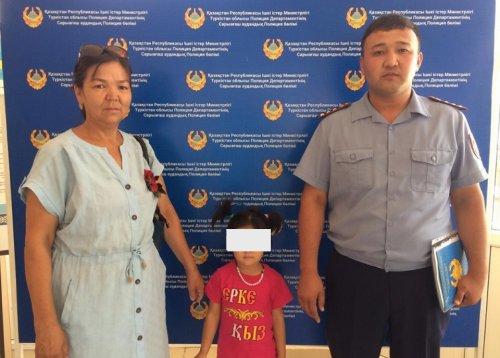 Житель Туркестанской области потерял свою 4-летнюю дочь во время ночного шопинга