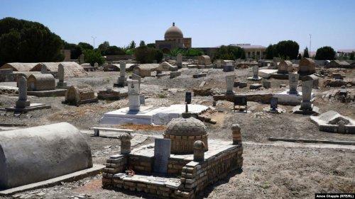 На 1000-летнем кладбище в Бухаре более 1700 могил оказались пустыми