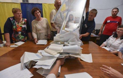 """""""Слуга народа"""" лидирует на выборах в Раду после обработки более 95% протоколов"""