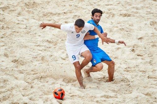 Сборная Казахстана по пляжному футболу проиграла Италии