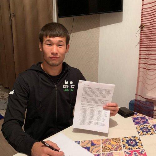 UFC подписала первого в истории казахстанского бойца. Он работал грузчиком на базаре