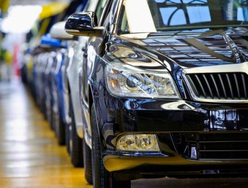 В Казахстане ввели запрет на госзакуп импортных авто