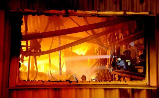 В Костанайской области  в вагончике сгорели двое мужчин, работавших на сенокосе